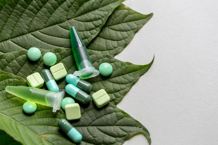 Kratom_leaves_and_supplement_pills_Sinhyu_Getty_Images_large